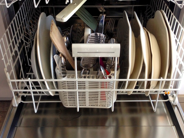 Factors that are to be considered by you for hiring the right dishwasher repair service
