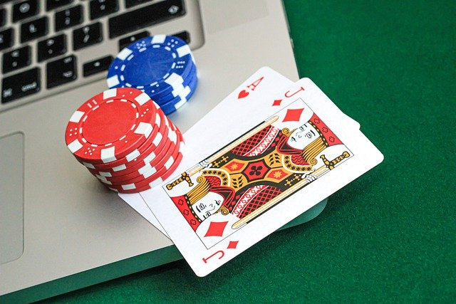 Casino Jackpots through playing poker online