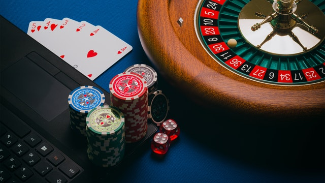 Online slot game players can get bonuses and rewards