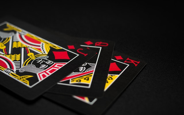 There are many ways to win online gambling games.